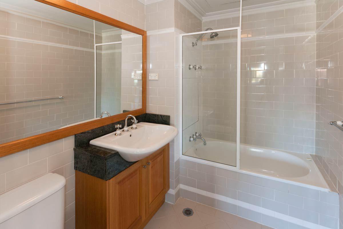 Apartment renovation Sydney Cremorne bathroom before