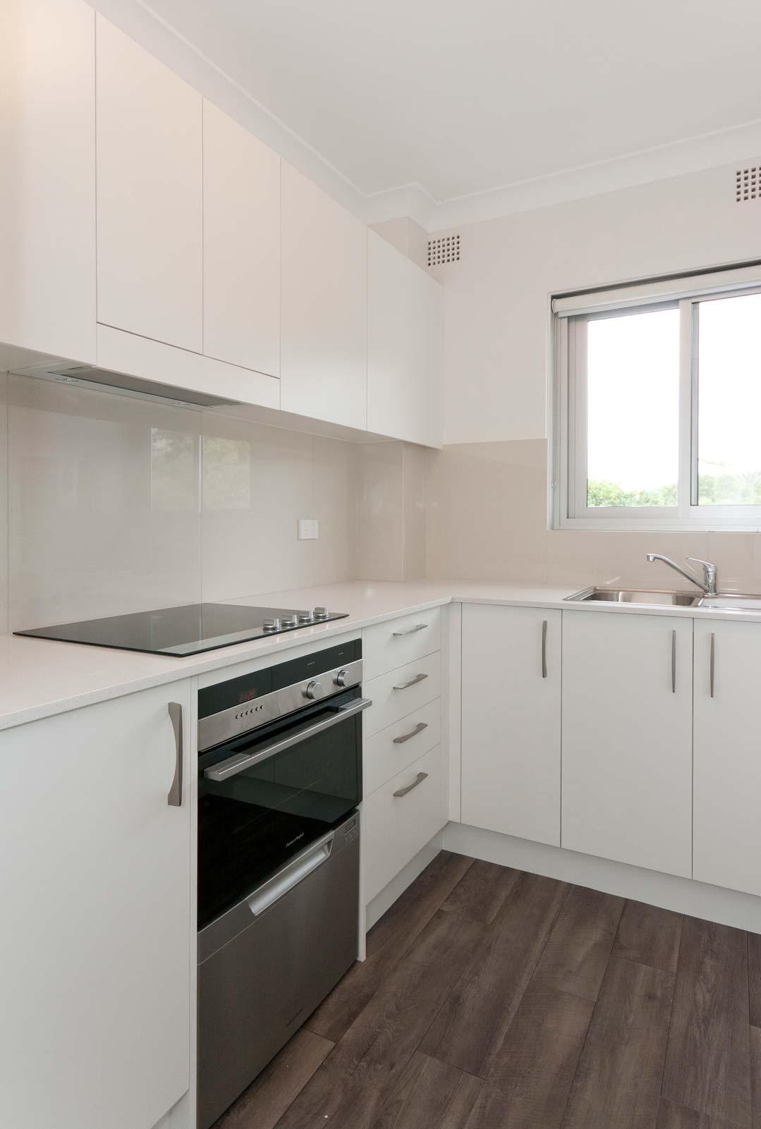 Apartment renovation Sydney unit renovation Collaroy, kitchen by Reno Pack